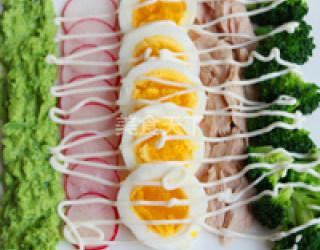 西蘭花雞蛋金槍魚沙拉的手工自制(圖文)