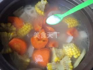 胡蘿卜玉米蓮藕排骨湯的廚藝做法