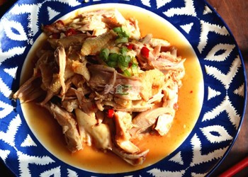 图示:手工烹制红油鸡丝的方法