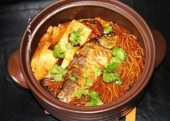 """图示:东北特色菜""""得莫利炖鱼""""的自制做法"""
