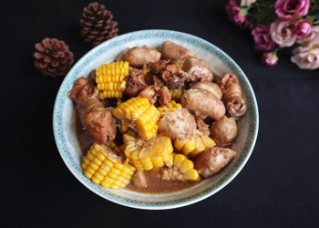 玉米毛芋燉雞肉的手工烹制法