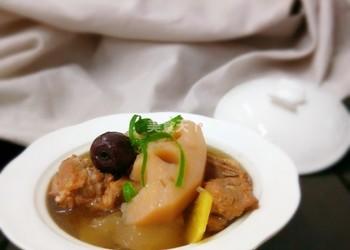 自制湯羹:蓮藕梨燉排骨湯的手工做法