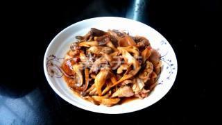 图示:鸡腿菇炒无花肉片的手工制作教程