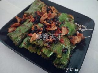 美食廚藝:油渣荷包辣椒的圖示做法