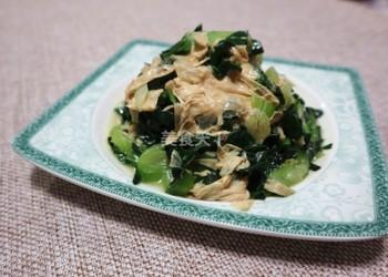 图示:腐皮炒青菜的厨房自制做法
