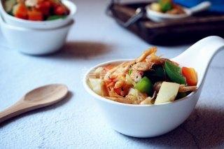 圖示:三色炒磷蝦的廚房自制做法