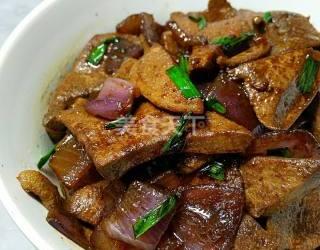 (廚藝)洋蔥炒豬肝的手工自制做法