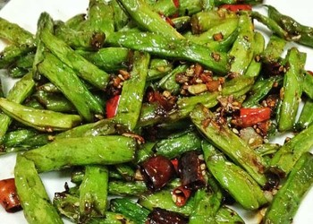 菜品烹制:干煸扁豆的家常廚藝做法