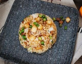 手工制作蝦仁蒜苔炒飯的做法(圖解)