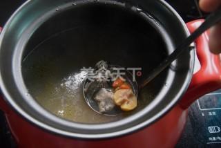 圖解教材:栗子烏雞湯的手工做法