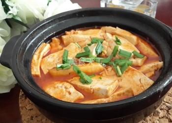 廚房烹制石鍋辣白菜燉豆腐(圖解教程)