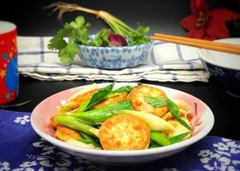 圖:青蒜煎炒蛋豆腐的手工烹制法