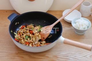 图示:厨房烹制左宗棠鸡的方法