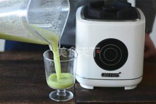 图文演示:清爽芹菜黄瓜菠萝汁的做法