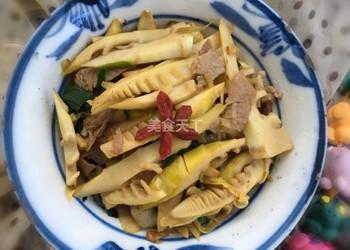 手工廚藝:竹筍炒肉的圖示做法